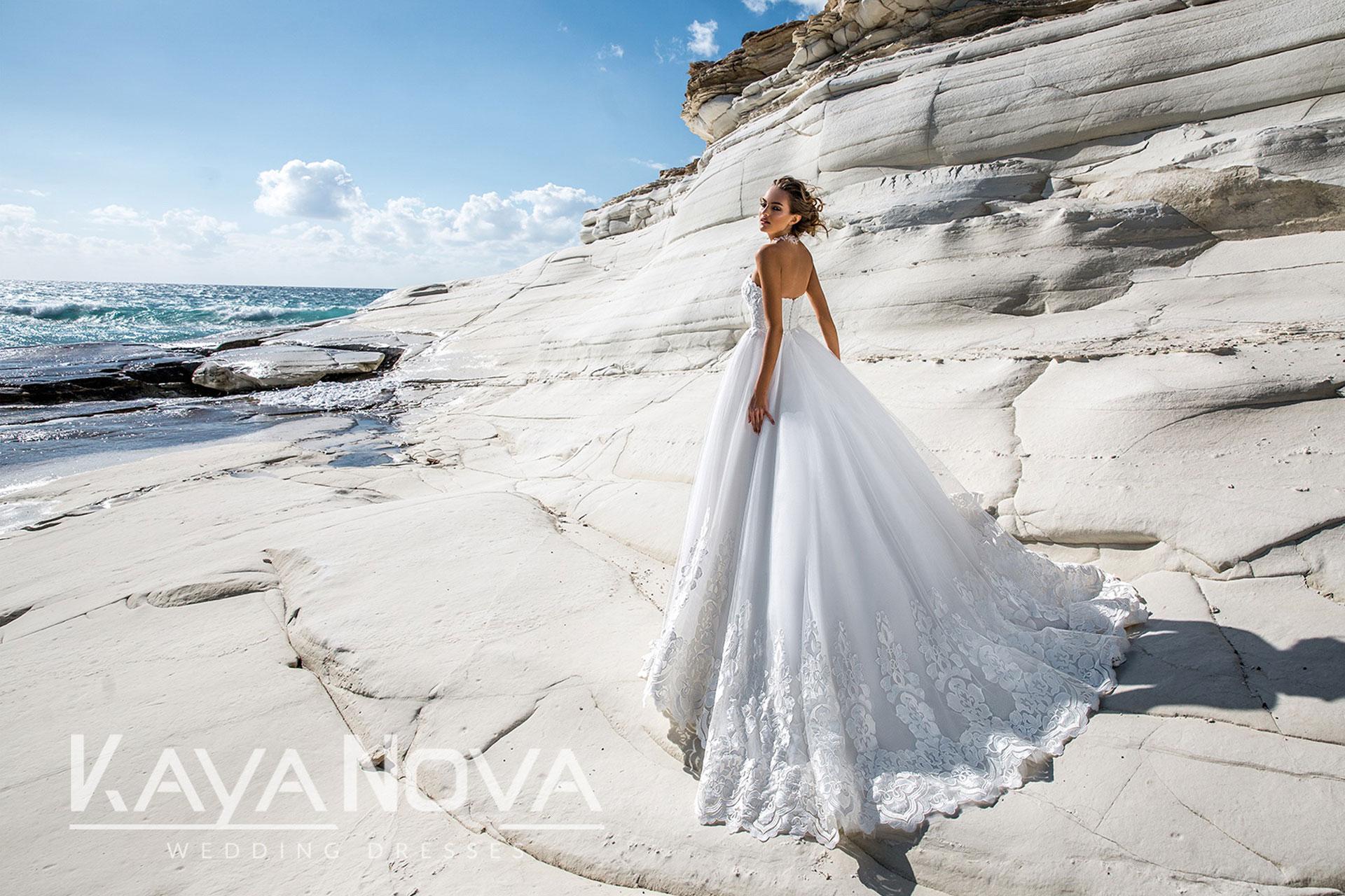 Traumhafte Brautmode von Kaya Nova